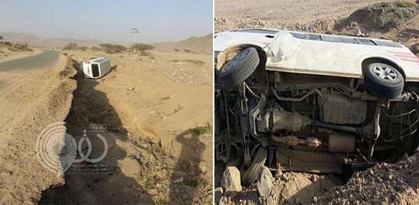 فيديو: مواطن يوثِّق سقوط مركبة في حفرة بطريق رخو ينبع