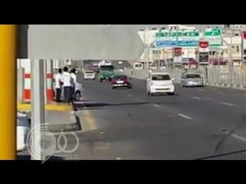  بالفيديو.. شاب متهور كاد أن يتسبب بكارثة أثناء التفحيط في شارع رئيسي بالأحساء