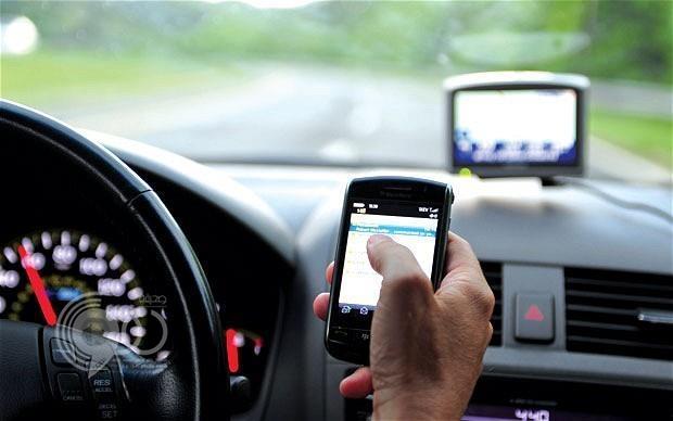 """الحبس 24 ساعة لمستخدمي الجوال أثناء القيادة.. والمرور يتوعد مشاهير """"سناب شات"""""""