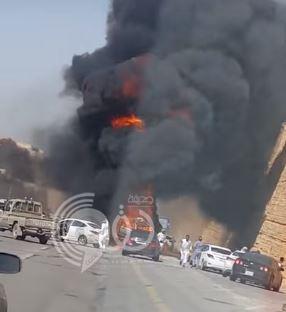 بالفيديو.. لحظة انفجار مروع لسيارة بأحد الطرق بالمملكة