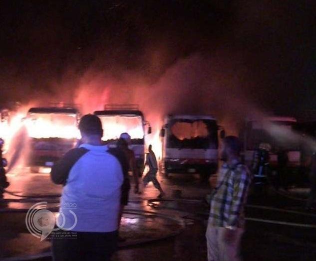 عاجل – بالصور: عمال شركة مقاولات شهيرة يحرقون سبع باصات احتجاجًا على تأخُّر رواتبها بمكة