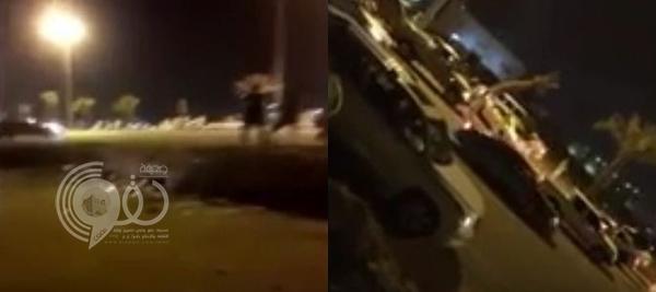 فيديو: لحظة دهس متجمهرين في ساحة تفحيط بالرياض