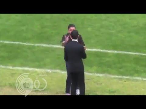 فيديو: غاتوزو يثير الجدل بصفعه مساعده بشكل قاس