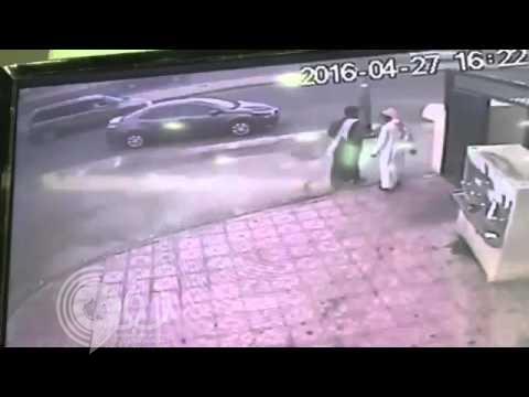 بالفيديو : لحظة سرقة سيارة في وضع التشغيل بالمدينة المنورة