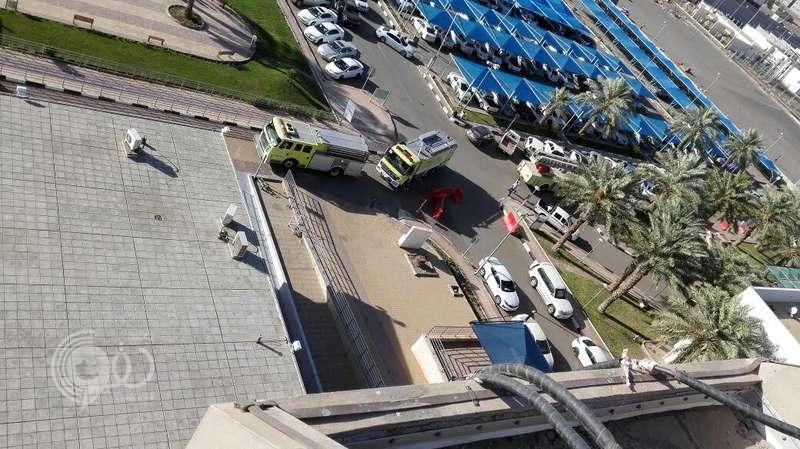 """دخان كثيفة بأرجاء مستشفى الملك فهد المركزي يستنفر """"مدني جازان"""""""