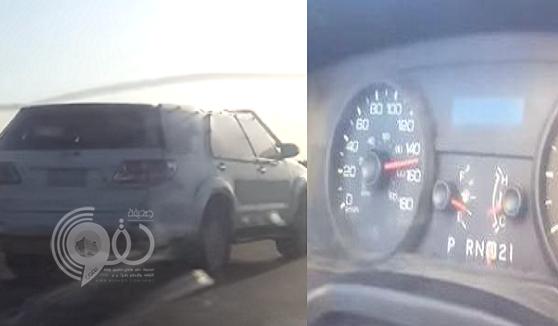 """بالفيديو: مركبة """"ساهر""""تتجاوز السرعة المسموح بها """"160″ كلم في ساعة"""
