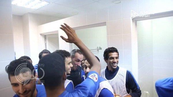 """بالفيديو والصور: """"دونيس"""" يبكي متأثراً بفوز الهلال.. والقحطاني: هذه دموع الفرح"""