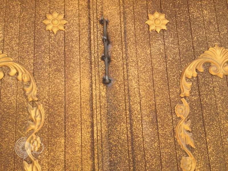 """مواطن يقدم على إغلاق أبواب مسجد في جازان باللحام .. """"صور"""""""