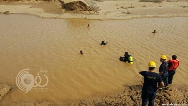 مدني صامطة ينتشل جثمان طفل بعد غرقه في مياه راكدة