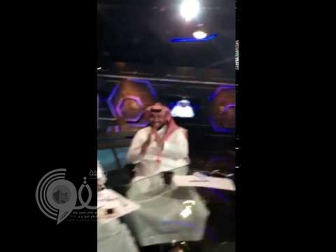 بالفيديو.. تفاعل ''العمري'' مع أغنية عن ''الأهلي''.. والفراج: ''المطوع خرب''