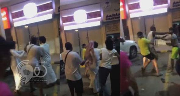 شاهد: مشاجرة خالد شرايحيلي لاعب الهلال مع مواطن!
