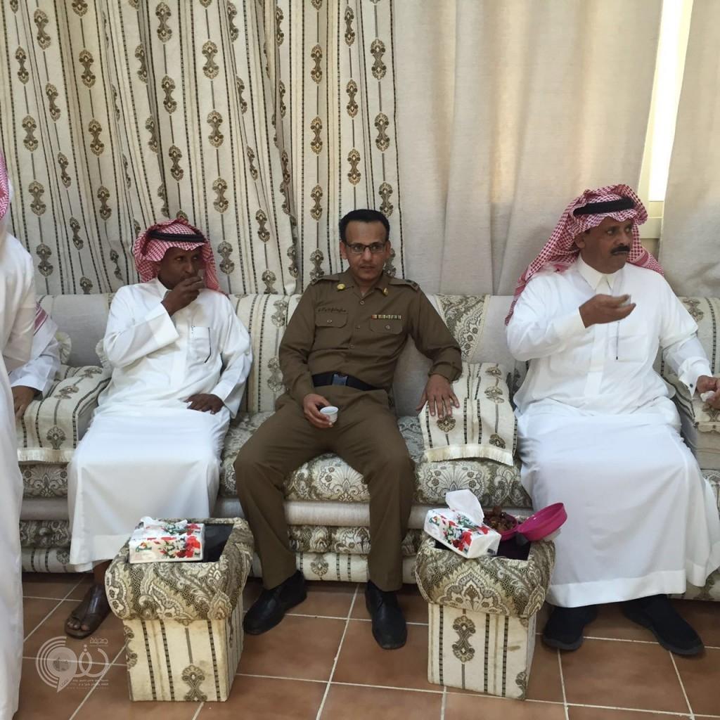 رئيس مركز الحقو وشيخ الشمل ومدير الشرطة في زيارة لبلدية الحقو