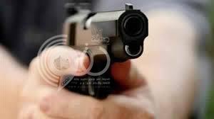 """مواطن """"مخمور"""" يهدد العاملين بمسدس في طوارئ أبوعريش"""
