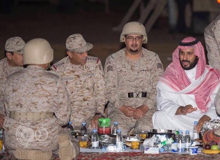 بالفيديو.. ولي ولي العهد يتناول الإفطار مع جنود الحد الجنوبي في نجران
