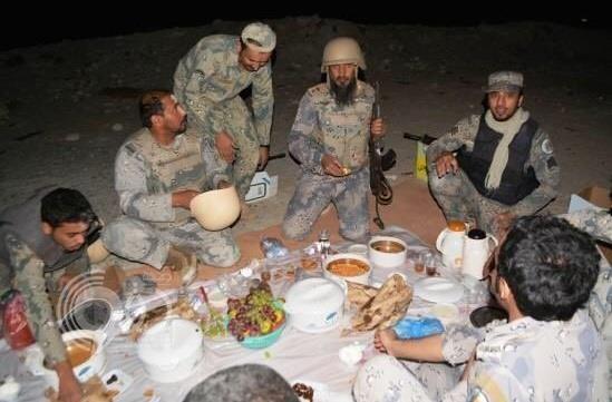 العريفي ينشر صوراً لعدد من الجنود المرابطين بالحد الجنوبي ويوجه رسالة لهم