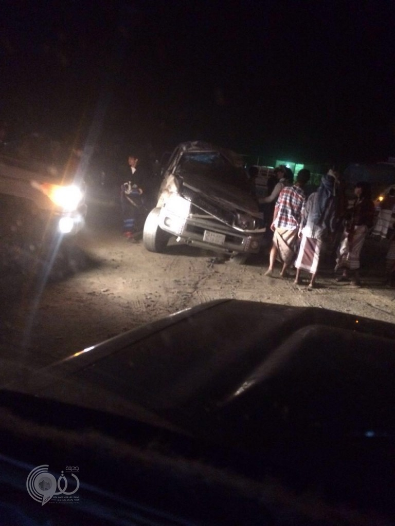 """بالصور نجاة سائق """"جيب"""" بعد حادث انقلاب بقرية السادة بمحافظة الريث"""