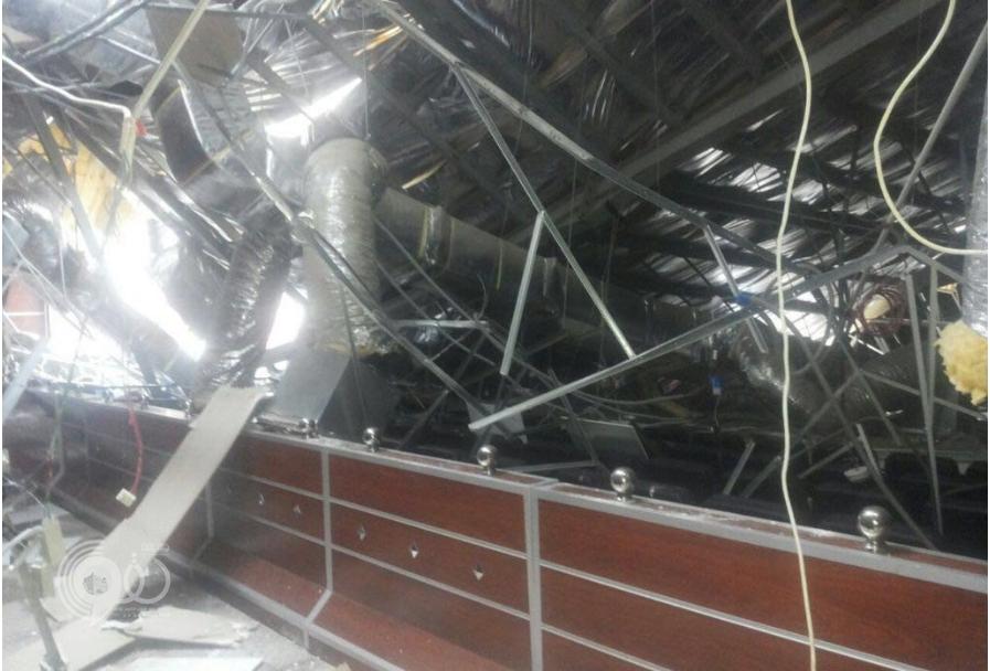 سقوط مسرح جامعة جازان جراء الأمطار الغزيرة والرياح – صور