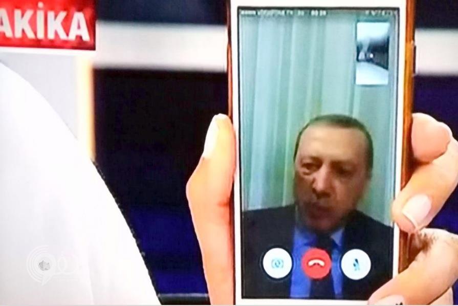 """فيديو .. أردوغان يظهر عبر """"سكايب"""" داعيا الأتراك الى الخروج للشوارع لاجهاض الانقلاب العسكري"""
