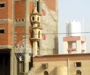 """مستثمر يهدم جزء من مئذنة مسجد لبناء شقق مفروشة ب """"أبوعريش"""""""