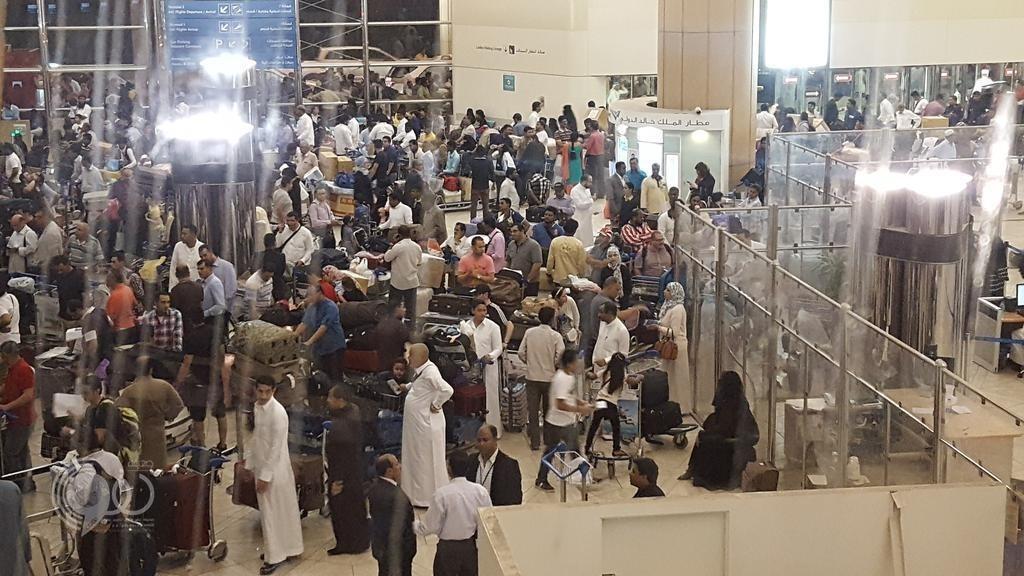أمير الرياض ينتقد خدمات مطار الملك خالد.. ويطالب بمعالجتها فورا