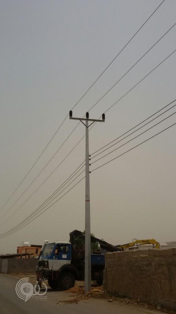 """صورة – """"كهرباء الحقو"""" تتجاوب مع ما تم نشره عن العمود الآيل للسقوط"""