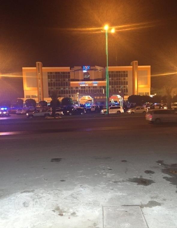 """مقتل لواء متقاعد وإصابة ابنه في قاعة أفراح بخميس مشيط بسبب """"صوت الشيلات"""""""