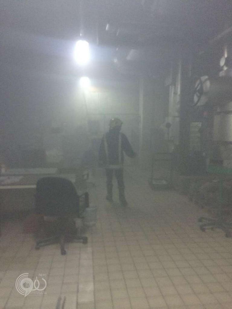 شاهد.. حريق في قبو برج التلفزيون بالرياض وإصابة 3 فنيين