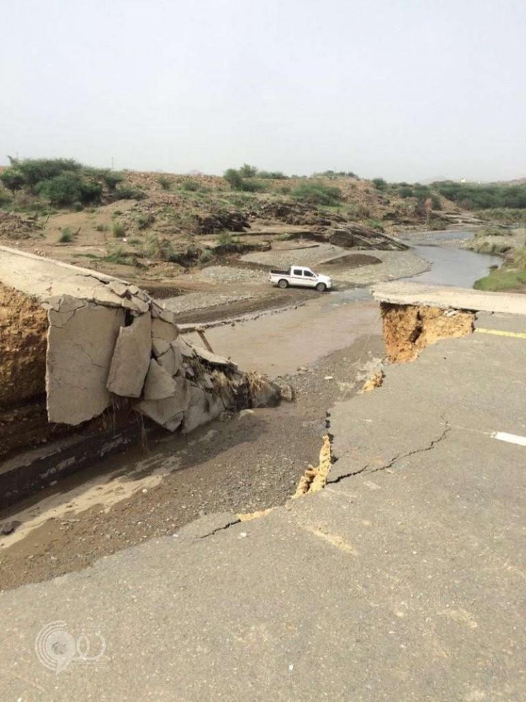 """""""النقل"""" ترصد أضرار السيول على طرقات جازان"""