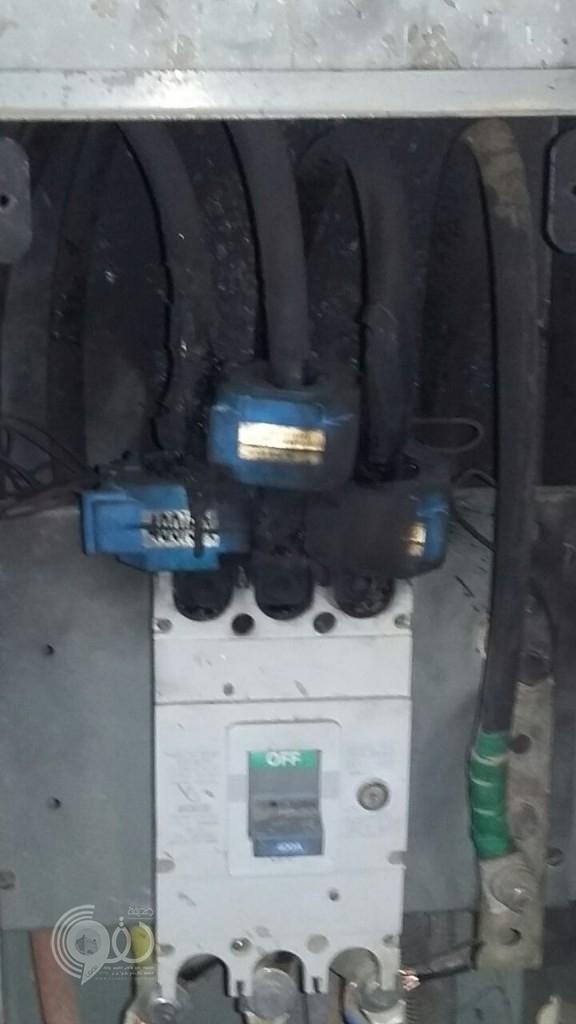 """إحتراق """"قاطع كهرباء"""" في اكبر جوامع مركز الحقو كاد أن يتسبب في اختناق المصلين–(صور)"""