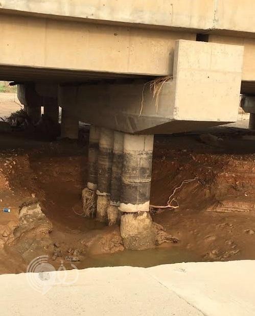 سيول وادي شهدان تهدد جسر الطريق الدولي في صبيا بالانهيار