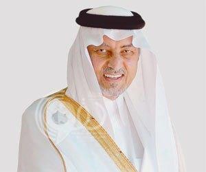 بالفيديو.. الأمير خالد الفيصل يواصل التصفيق بعد انتهاء السلام الملكي رغم توقف الحضور