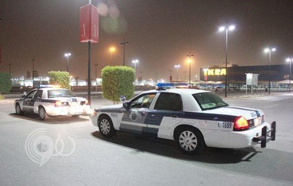 شرطة جازان تلقي القبض على شاب متنكر في زي نسائي ووالدته استدرجا مواطناً وسرقاه