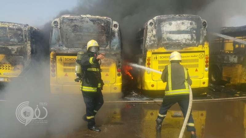 احتراق حافلات نقل الطلاب بملعب وزارة التعليم بأبوعريش .. صور