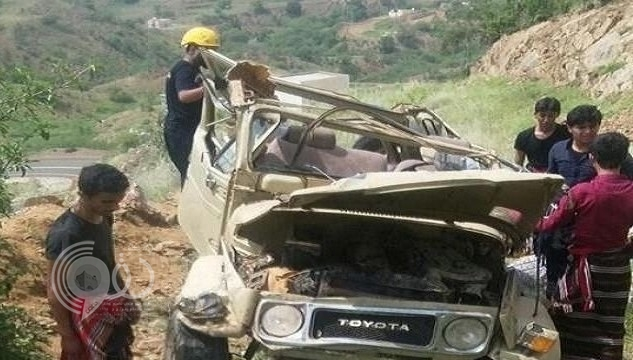 بالصور: مصرع 4 أشخاص من عائلة واحدة إثر سقوط مركبة من جبل في جازان