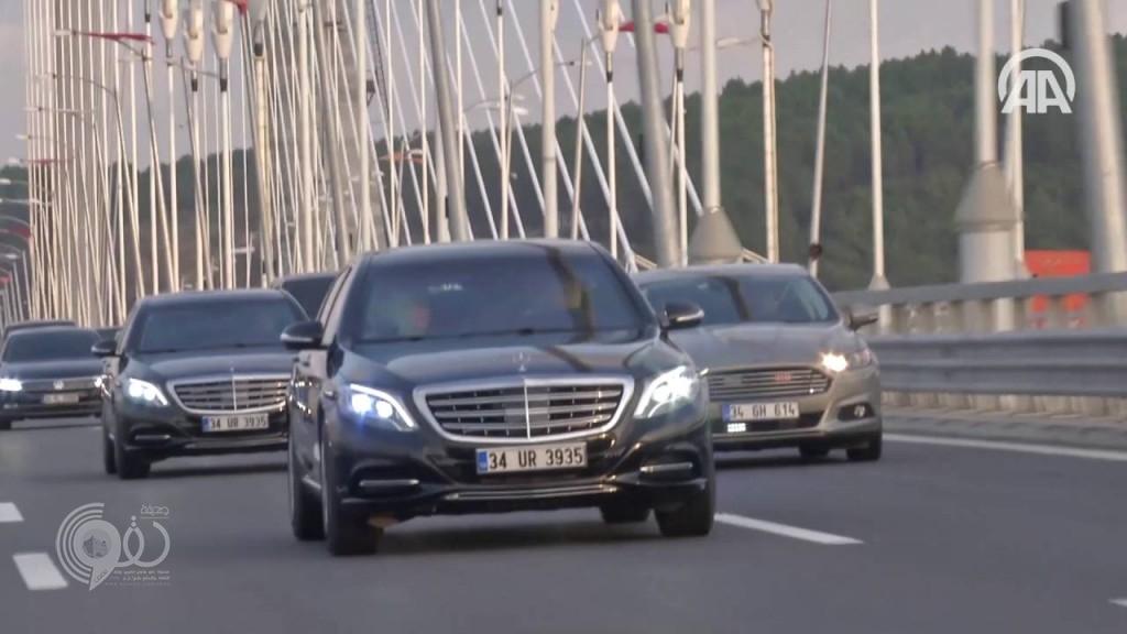 بالفيديو.. أردوغان يقود سيارته برفقة زوجته على جسر السلطان سليم الجديد بإسطنبول