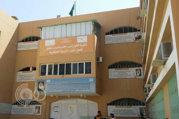 صور: كشف مخالفات تتجاوز قيمتها 26 مليون ريال في مشروع مدرسي بجازان