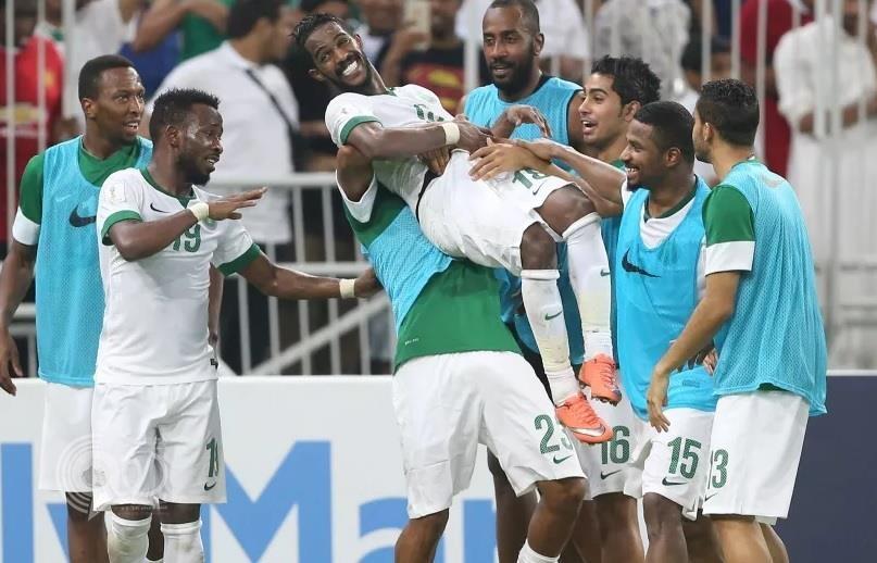 المنتخب السعودي ينفرد بصدارة مجموعته في تصفيات المونديال بعد فوزه على الإمارات بثلاثية (فيديو)