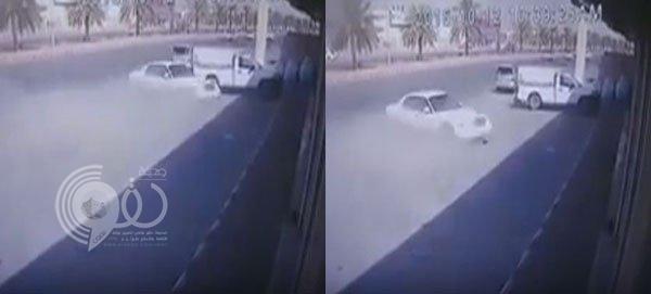فيديو: حادث مروع يودي بحياة طالب عشريني في حفر الباطن
