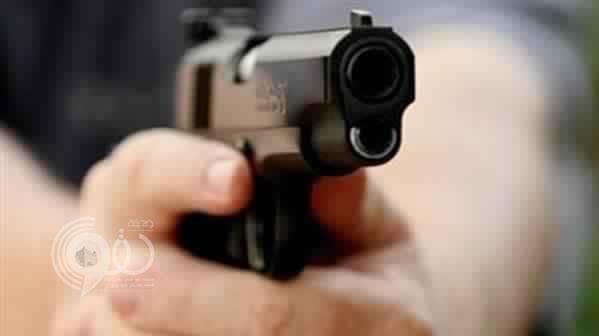 مراهق يقتل صديقه بمسدس أثناء سيرهماً معاً في جازان