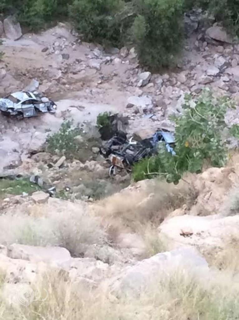 مصرع وإصابة رجليْ أمن فجراً إثر سقوط دوريتهما من منحدر جبلي بالعارضة