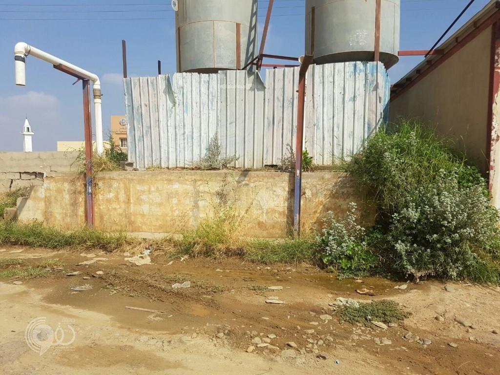 """""""مياه تحليه"""" من خزانات أكلها الصدأ تُباع في مركز الحقو والبلدية تتدخل رغم الايقاف سابقاً"""