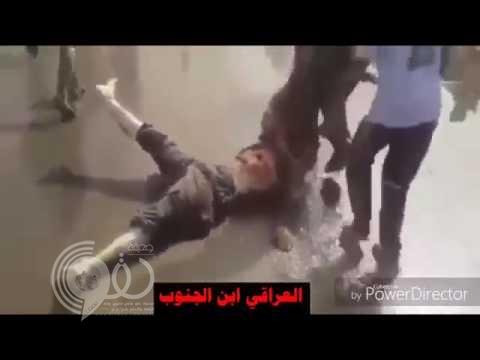 """بالفيديو: شاهد أهالي الموصل يسحلون عناصر بتنظيم """"داعش"""" ويجرونهم من """"شعورهم"""""""