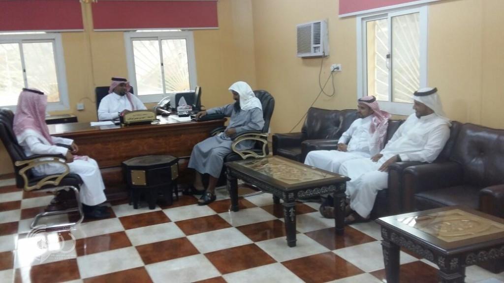 بالصور رئيس الجمعية الخيرية بمقزع في زيارة لمحافظ محافظة الريث