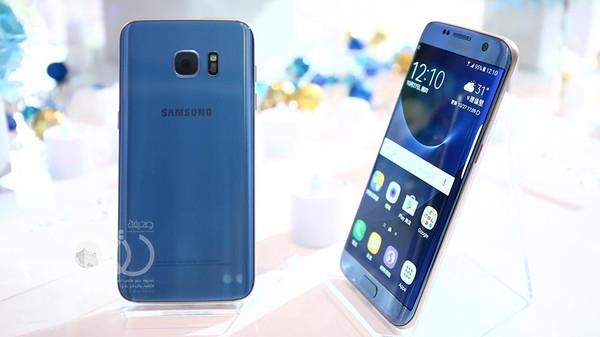 """""""سامسونغ"""" تطلق اللون الأزرق المرجاني من Galaxy S7 Edge"""
