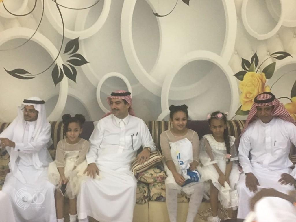 """""""بنت الملحاء"""" سُحبت مشاركتها أثناء زيارة أمير جازان والامير""""تركي"""" يزورها في منزل والدها-(صور)"""