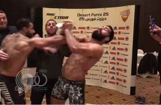 فيديو: اشتباك عنيف بين مصارع سعودي وآخر مصري قبل المباراة في ديزرت فورس
