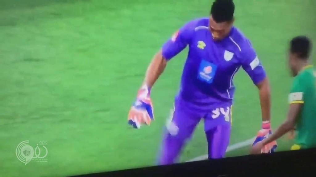 بالفيديو .. حارس مرمى ينقذ فريقه من الهزيمة بهدف عالمي