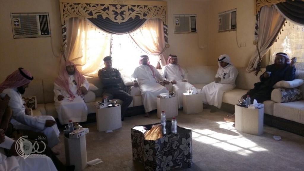 """""""محافظ الريث"""" يتفقد مراكز وقرى المحافظة ويستقبل المواطنين ويستمع لمطالبهم"""