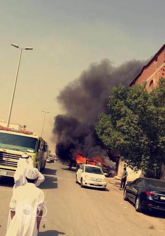 شاهد 3 طلاب ثانوي يحرقون سيارة قائد مدرستهم بجدة