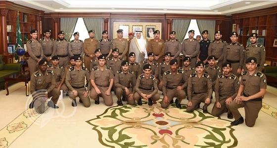 بالصور .. أمير جازان يقلد 32 من ضباط منسوبي الأمن العام رتبهم الجديدة